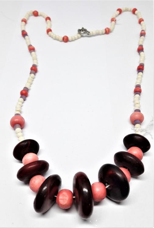 Halsband med rundlar och kulor i rosa ton