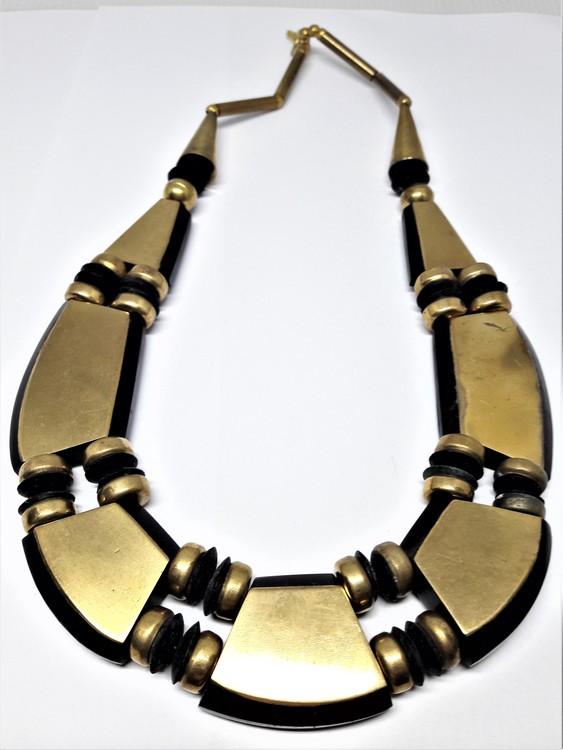 Kort halsband med gul metall