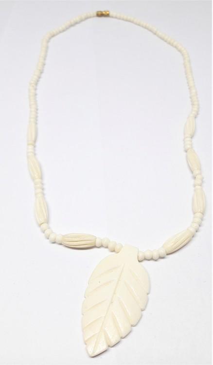 Halsband, med löv, ben