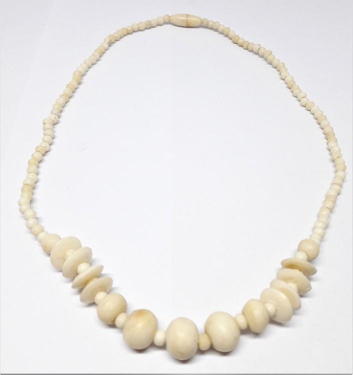 Kort halsband i ben, skivor och kulor
