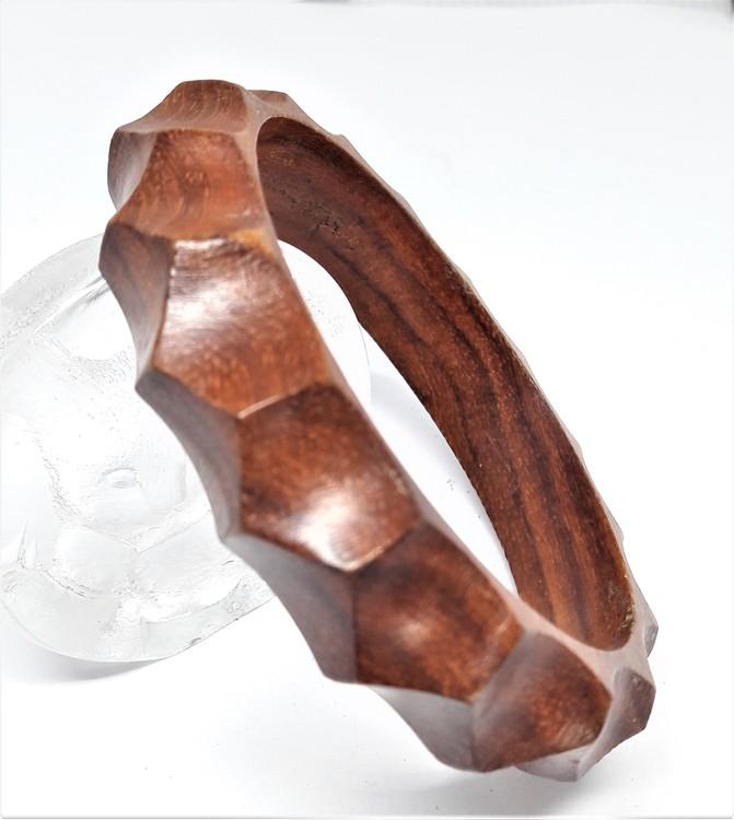 Smalt, stelt armband av trä