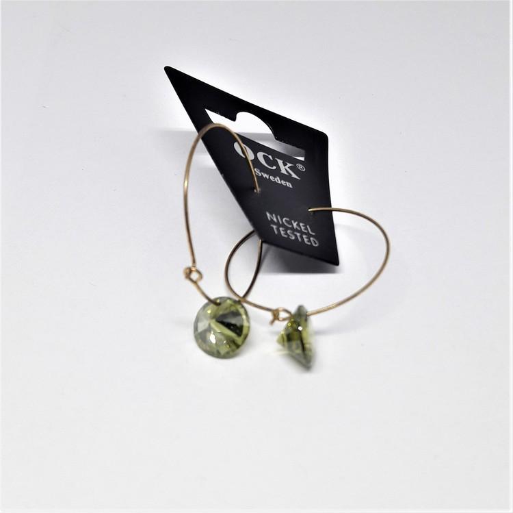 Guldfärgat örhänge med grön sten