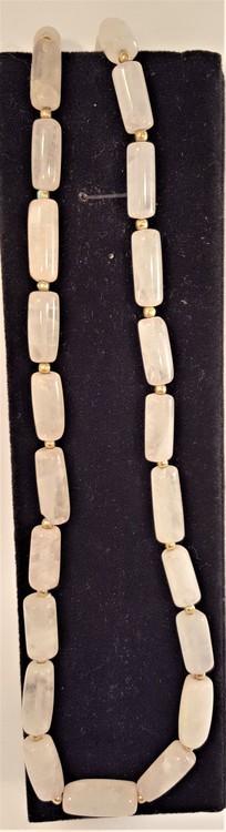 Halsband av vit agat, avlånga stenar - 64 cm