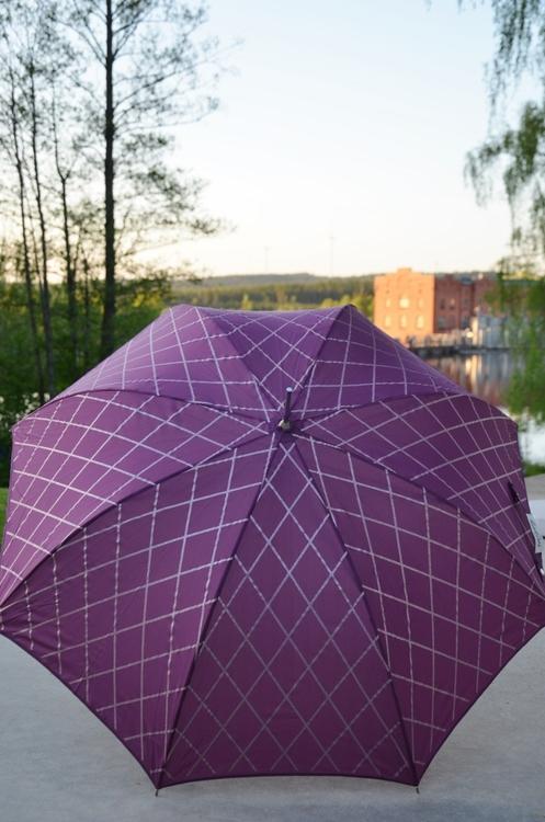 Paraply lila, Lisbeth Dahl