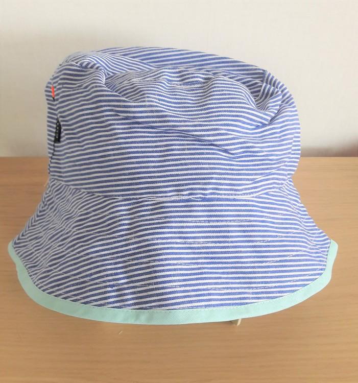 Ziestha sommarhatt, blå/vit-randig, storlek Medium