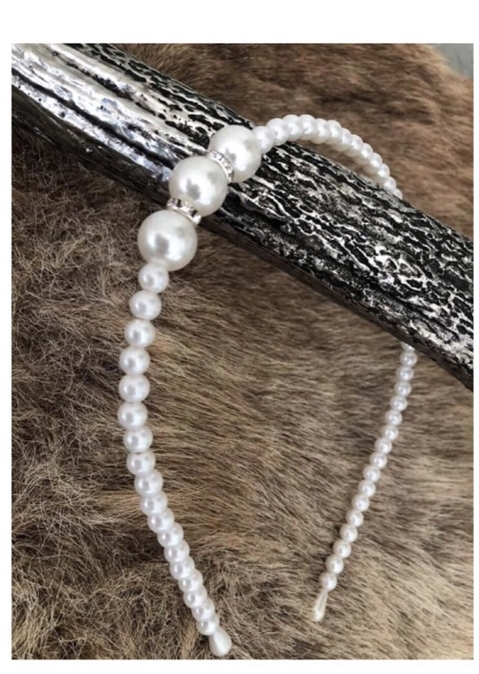 Diadem med pärlor