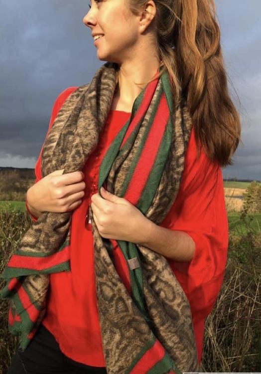 Snake mönstrad skarfs