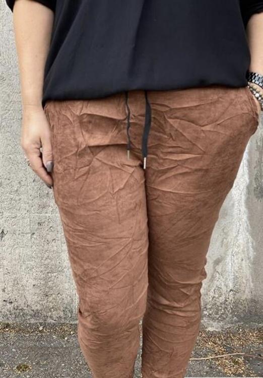 MAJA Byxa med stretch mockaimitation, brun
