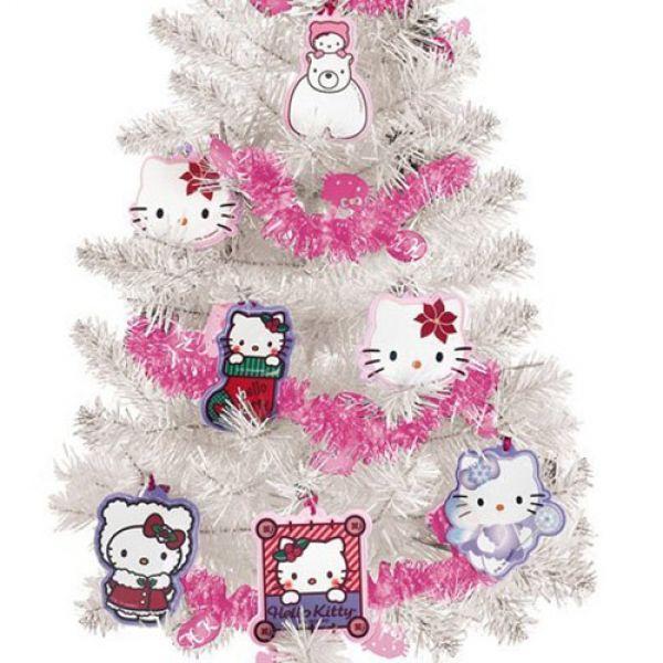 hello-kitty-julgran-med-dekorationer