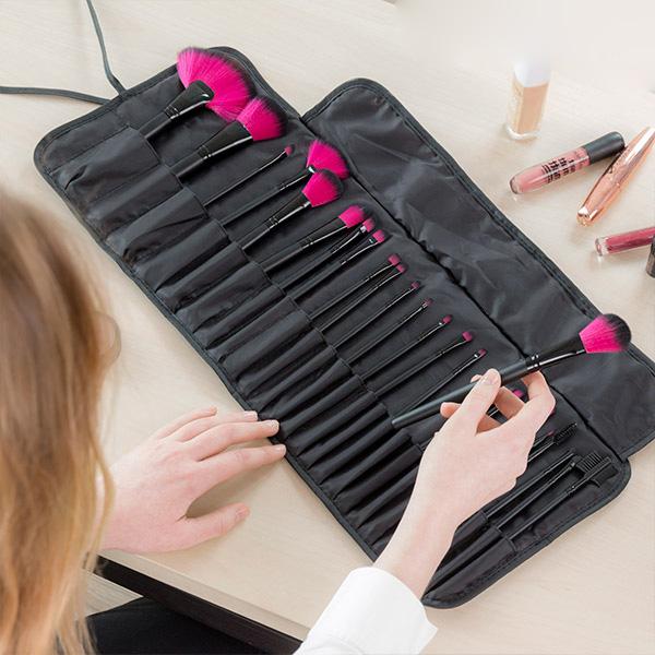 Set med 24 makeup penslar och borstar