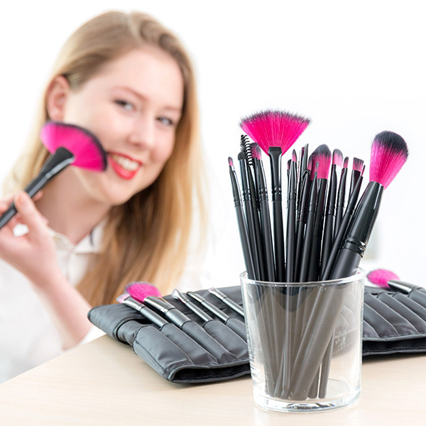 set-med-24-makeup-penslar-och-borstar