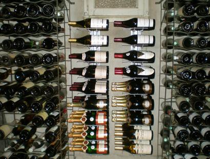 Vinställ vägghängd för 12 stycken magnumflaskor