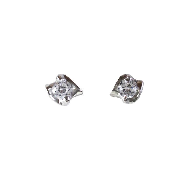 Stilrena och vackra silverörhängen med cz sten Dawn från Catwalk Jewellery