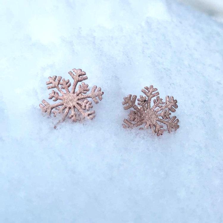 söta örhängen i roséförgyllt sterlingsilver SNOWFLAKE från Catwalk Jewellery