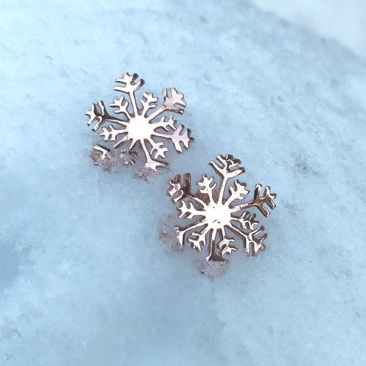 söta örhängen i roséförgyllt silver SNOWFLAKE från Catwalk Jewellery