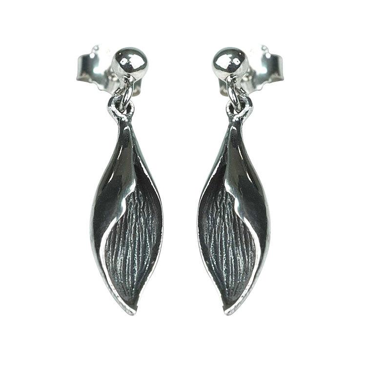 snygga örhängen i oxiderat silver COOL LEAVES från Catwalk Jewellery