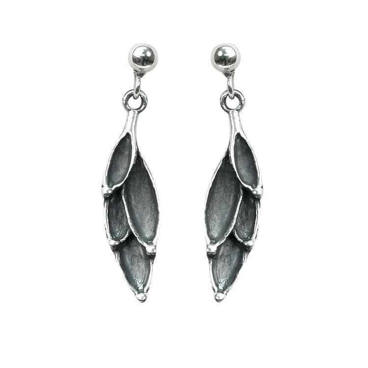 snygga örhängen i oxiderat silver WORN LEAVES från Catwalk Jewellery