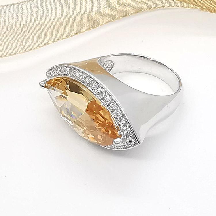 trendig ring CHAMPAGNE i silver från Catwalk Jewellery