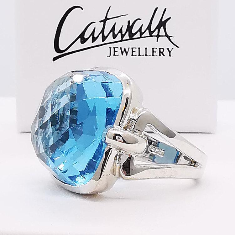 trendig ring AQUA i silver från Catwalk Jewellery