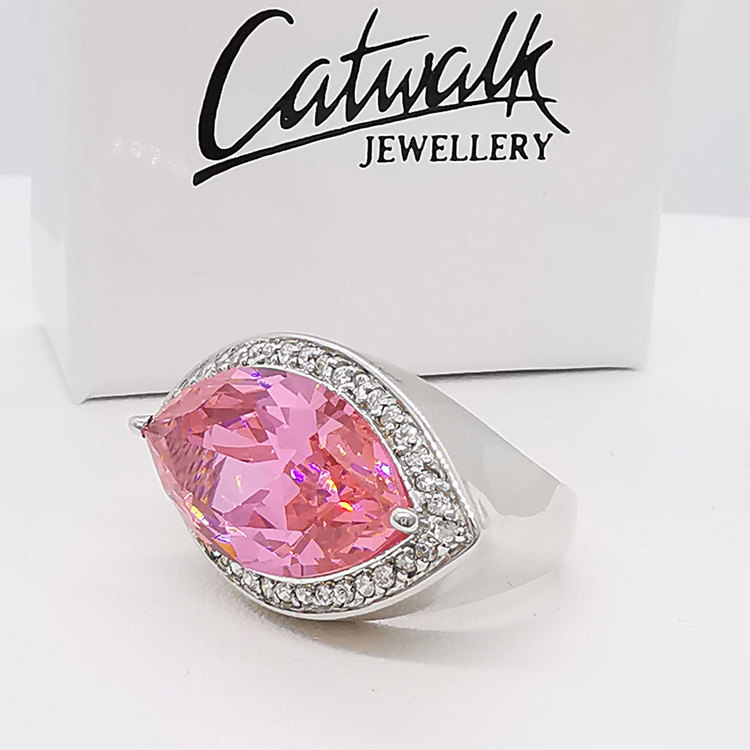 Ring Oval Pink Sparkling Silver