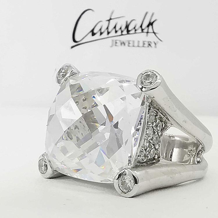 snygg ring LUXURY i sliver från Catwalk Jewellery