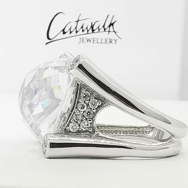 stilren ring i silver LUXURY med cz-stenar från Catwalk Jewellery