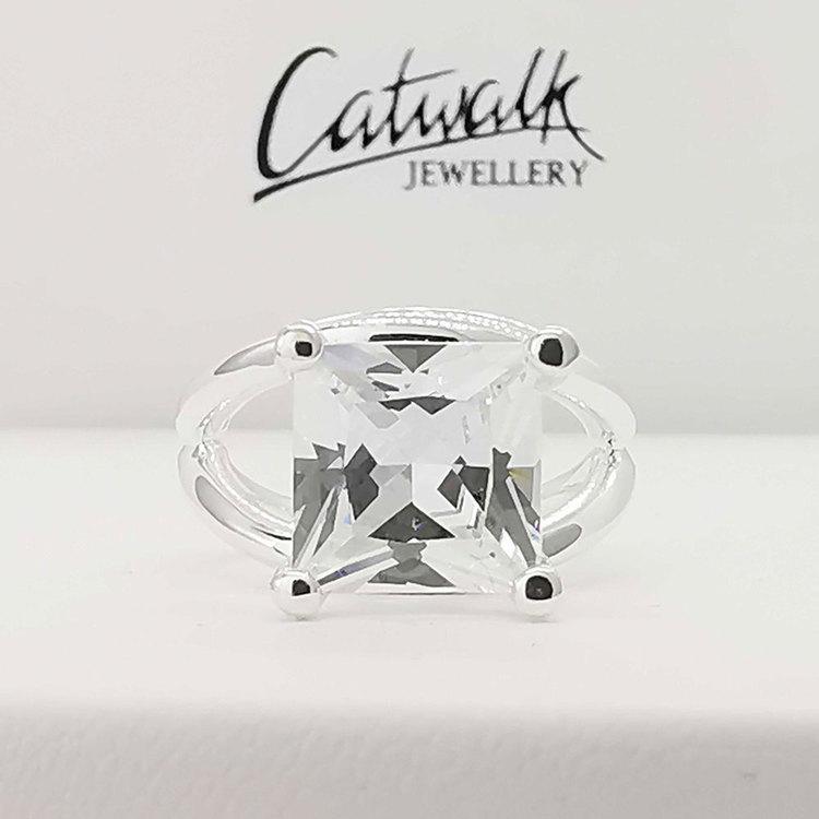 läcker ring i silver SPARKLING från Catwalk Jewellery