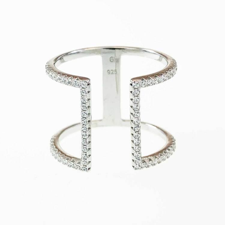 snygg och trendig ring i rhodinerat silver med cz-stenar Open från Catwalk Jewellery