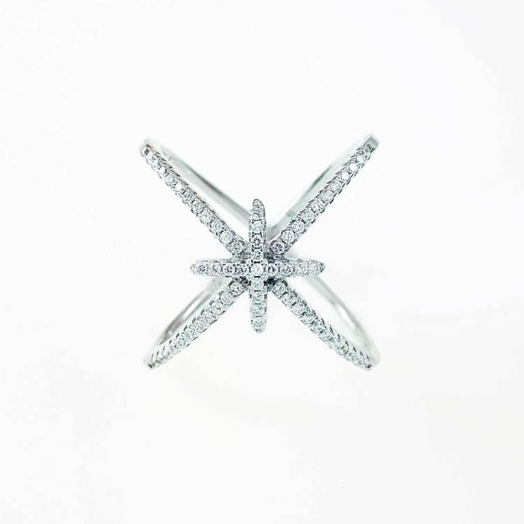 snygg och trendig ring i silver med cz-stenar Double Cross från Catwalk Jewellery
