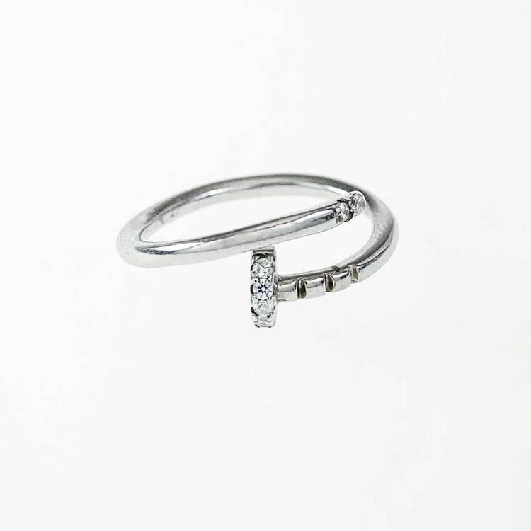 snygg och cool ring i silver med cz-stenar Spike från Catwalk Jewellery
