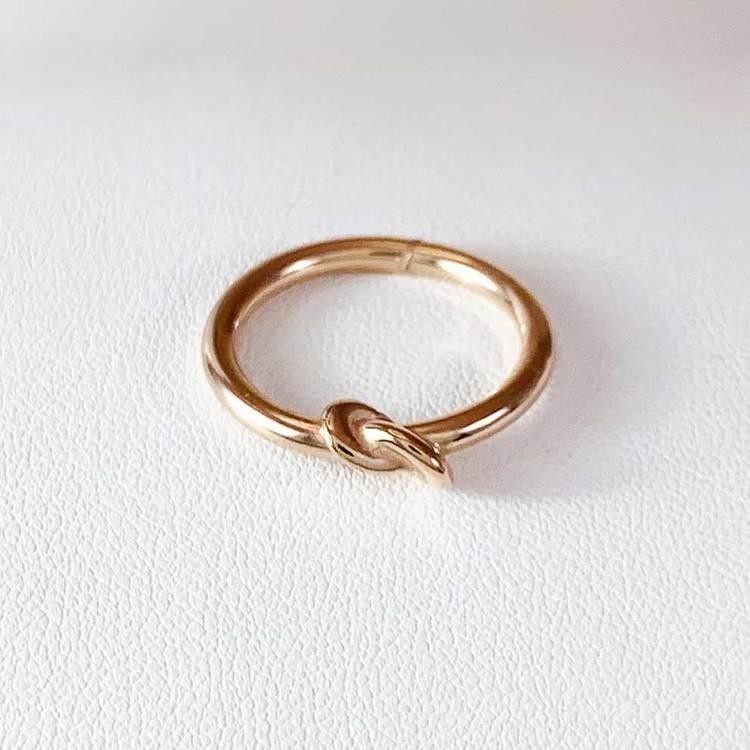 snygg ring i roséförgyllt sterlingsilver Knot från Catwalk Jewellery