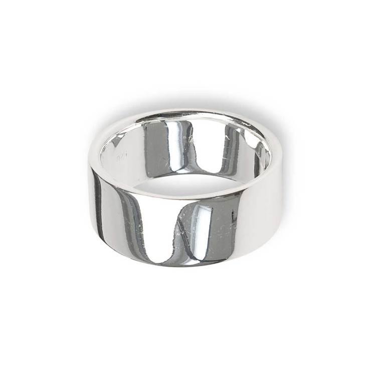 snygg och stilren flack ring i silver från Catwalk Jewellery