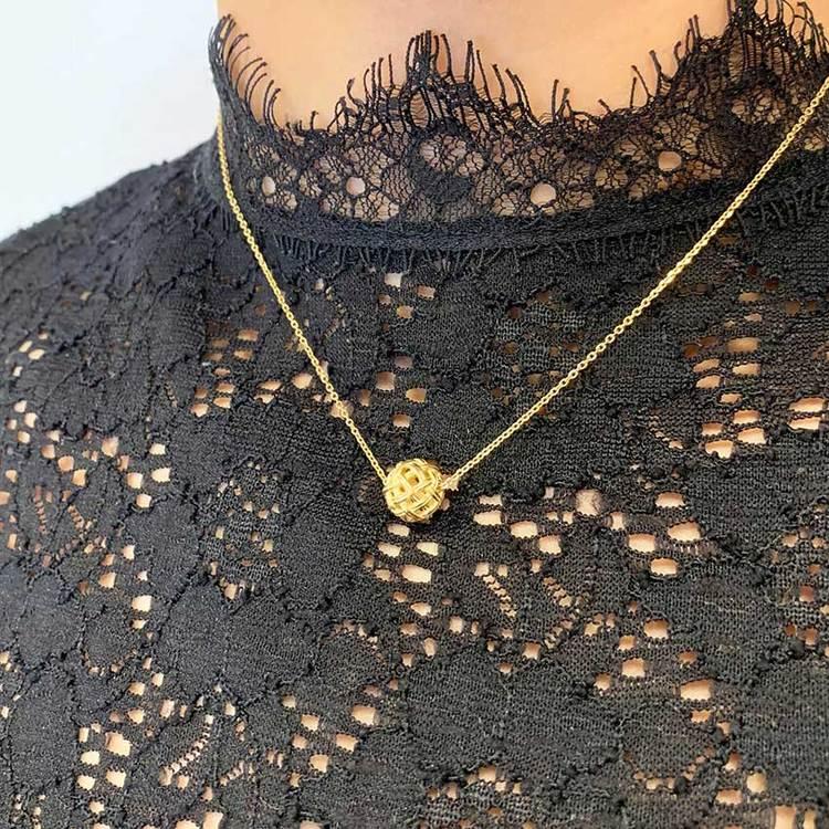 Coolt halsband i förgyllt silver BALL från Catwalk Jewellery