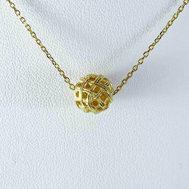 snyggt guldhalsband BALL från Catwalk Jewellery