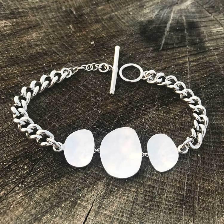 Coolt pansararmband i silver från Catwalk Jewellery