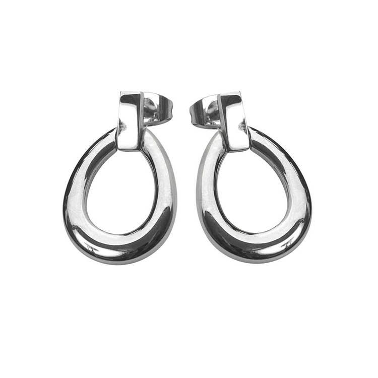 Läckra örhängen av tidlös design i stål. Örhängen som passar alla stilsäkra kvinnor från catwalksmycken