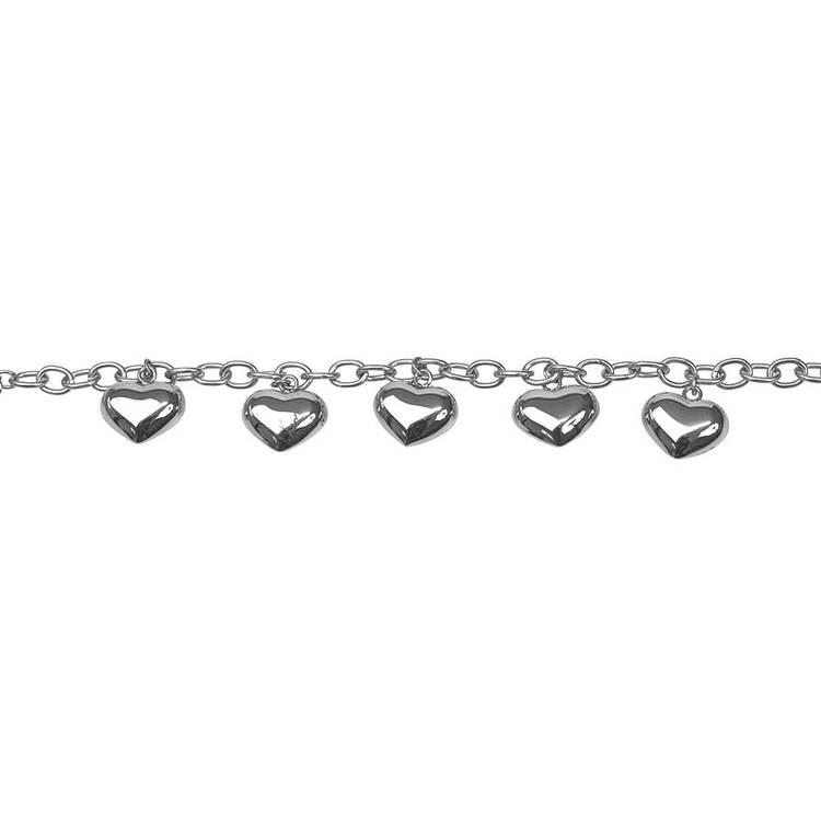 Stilrent armband med bulliga hjärtan i stål. Armband av en modern design med vackra detaljer som passar alla stilsäkra kvinnor från catwalksmycken