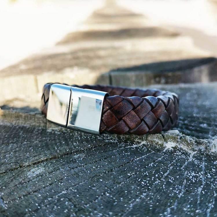 stilrent läderarmband brunt med steel lås från Catwalk Jewellery