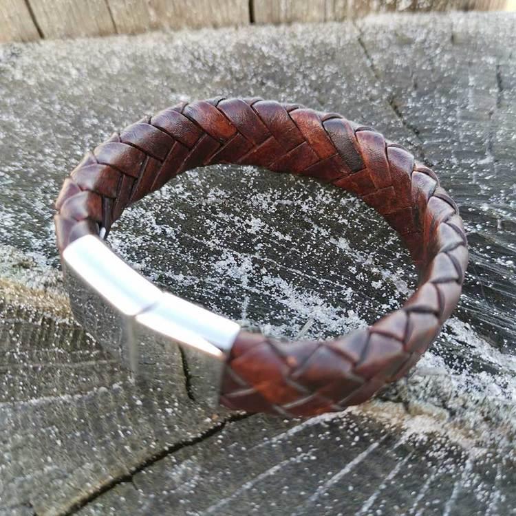 coolt brunt läderarmband med steel lås från Catwalk Jewellery