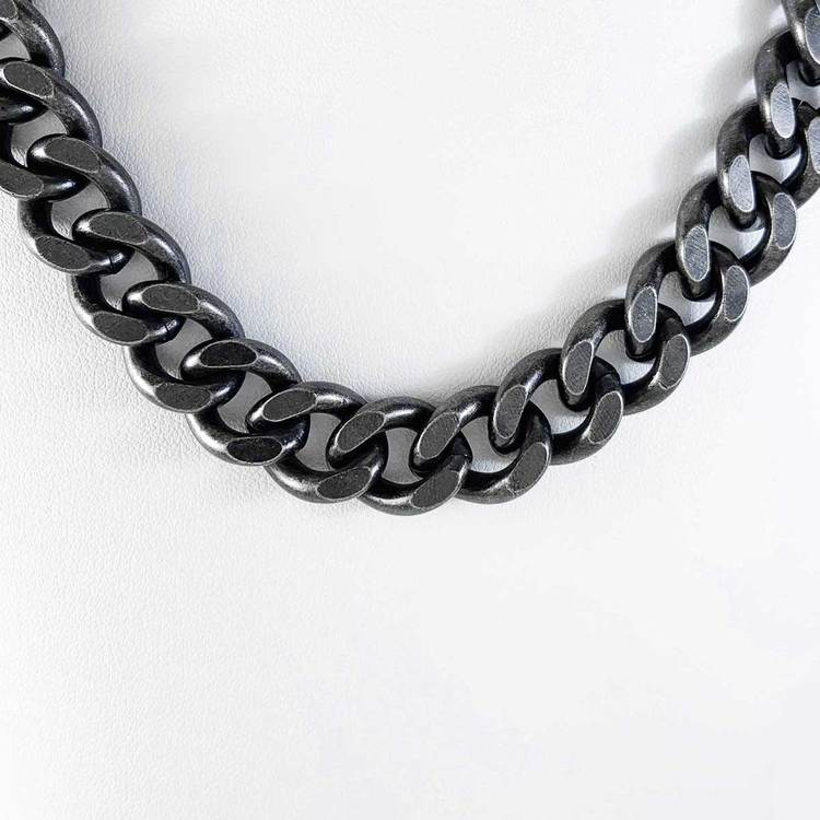 pansarhalsband i oxiderat stål för herr från Catwalk Jewellery