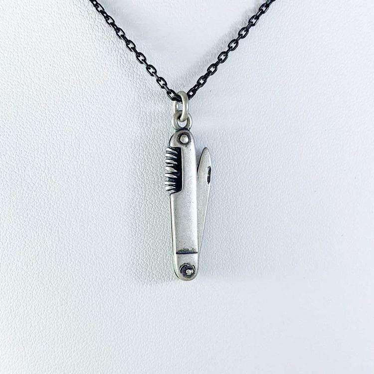 Hänge [KNIFE] i oxiderat 925 silver