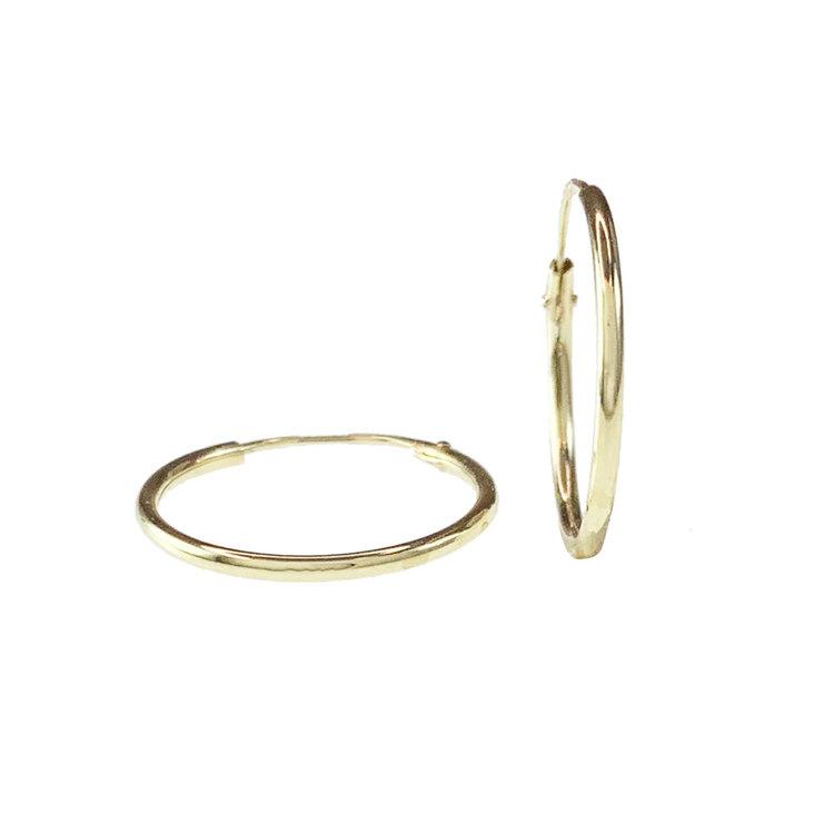 Vackra creoler i 18K guld från Catwalk Jewellery
