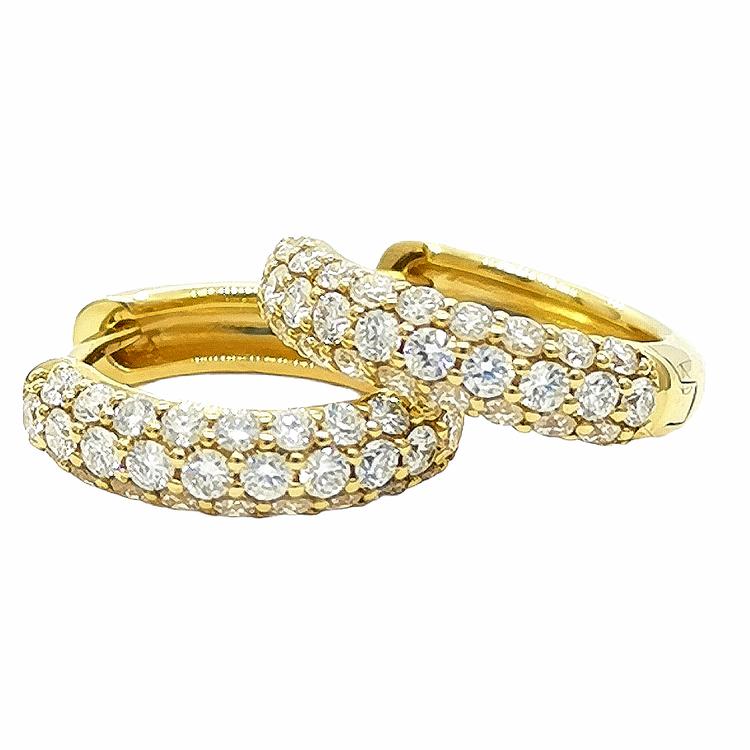 Guldcreoler med 0,62ct paveéinfattade diamanter 18K