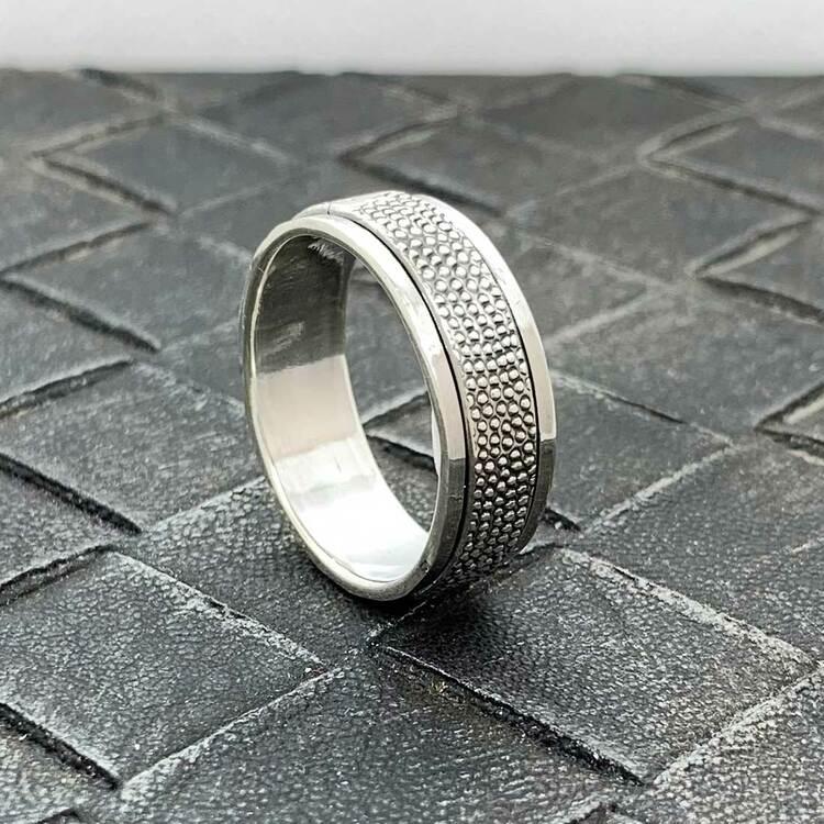 Spinning Ring Dots Oxiderat Silver
