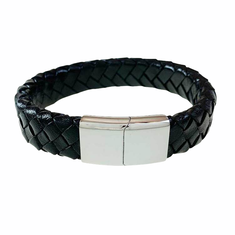 Snyggt Läderarmband i svart till kille med ett praktiskt, enkelt och snyggt lås i stål från catwalksmycken