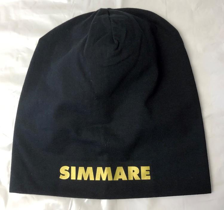 """Mössa med text """"SIMMARE"""""""