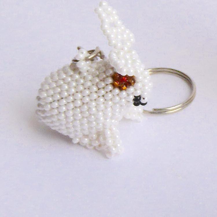 Nyckelring av glaspärlor, Vit kanin
