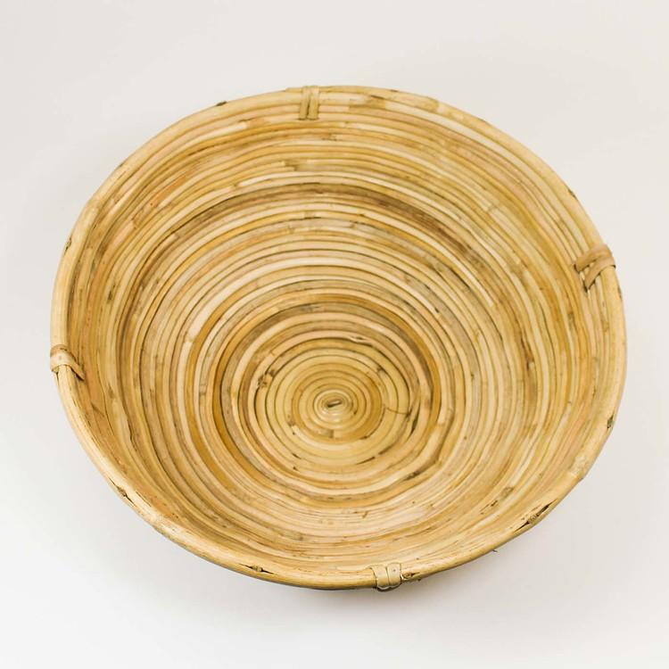 Stor rund korg av rotting som används till jäsning av bröd. Bild tagen från ovan.