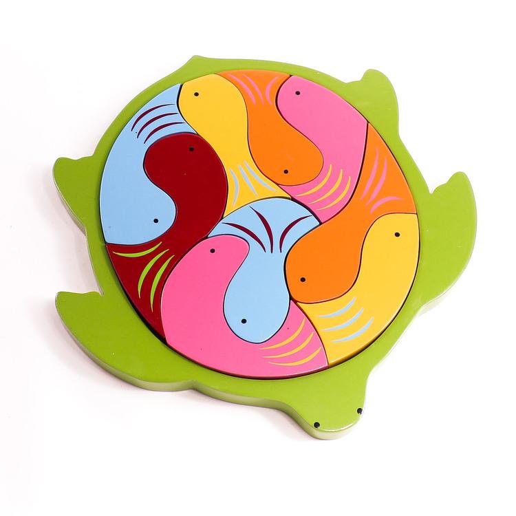 Pussel i ram, sköldpadda med kropp av 9 fiskar i olika färger , Leksak i trä, för yngre barn, Fair Trade från Sri Lanka.