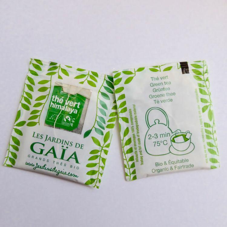 Påste, grönt te 'Himalaya', rent grönt Darjeelingte. Exempel på påse & kuvert. Fairtrade & ekologiskt.